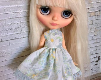 Blythe Dress - Blythe Doll Clothing - Blythe Clothes - Vintage Sheet Dress - Blythe Vintage Dress - Doll Dress for Blythe, Pullip, Bratz