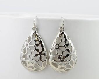 Silver Earrings, Silver jewelry, Dangle earrings, Simple Earrings, Everyday wear Earrings, Leaf earrings, Chandelier earrings, Silver Flower