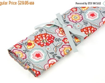 Sale Large Knitting Needle Case Organizer - Loose Floral - 30 gray pockets for circular, straight, dpn, or paint brushes