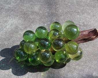 VINTAGE green grapes with wood accent piece