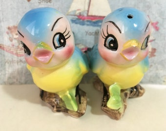 FREE WORLDWIDE SHIPPING Vintage Norcrest Bluebirds On A Branch Salt and Pepper Shakers Antique Collectibles or Cake Toppers