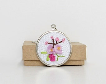 Flower necklace, pastel flowers jewelry, embroidered silk pendant, floral necklace, botanical jewelry, round pendant with chain