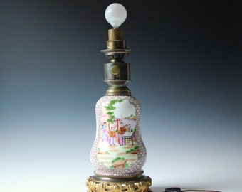 Antique Chinese porcelain Famille Rose table lamp with bronze metal base handpainted 19th C