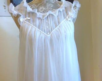 vintage babydoll nightgown Size M by Yolande
