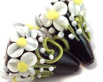 Spring Daisies Onyx Garden Cones