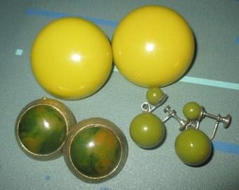 Last Call.....Vintage MOD Yellow Green Bakelite Clip Earrings Earring LOT