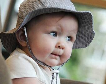 Kids Sun Hat with Chin Strap, Drawstring Adjust Head Size, Breathable 50+ UPF (Grey Argyle)