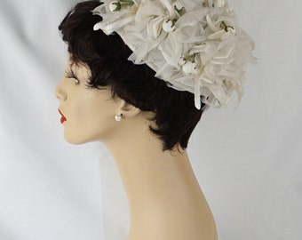Vintage 1960s Hat White Silk Streamers with Paper Flower Buds Pillbox Sz 21.5