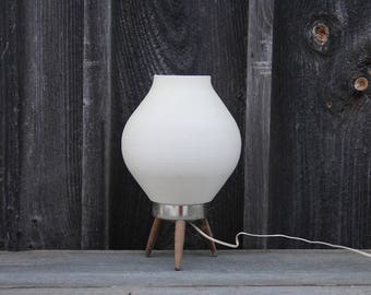 White Atomic Beehive Table Lamp