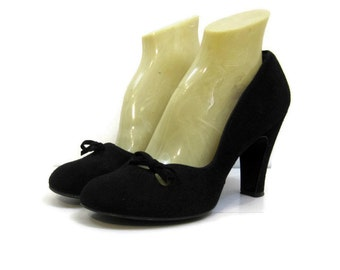 Vintage 50s Shoes Black Suede Baby Doll Round Toe Bow Pumps NOS 8
