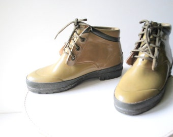 Hipster vintage 80s,  taupe- olive,ankle,original duck boots. Made by Sporto. Size 6. Mint condition.