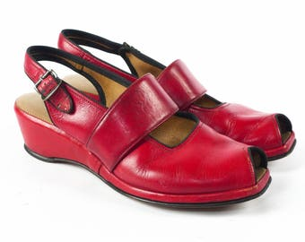 Vintage 1940s Wedges // 40s Wedges // RED Wedges // WW2 Wedges // 1940s Shoes // 40s Shoes // Peep Toe Peeptoe Wedges - sz 5.5