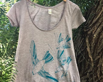 Fly Away Sparrow Women's Scoop Neck T-Shirt - Vivid Teal on Heather Sand