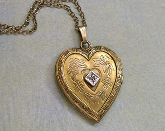 Vintage 1940's Sweetheart Locket Necklace, Old Vintage Locket, Heart Locket, Gift for Her, Valentine Gift (L247)