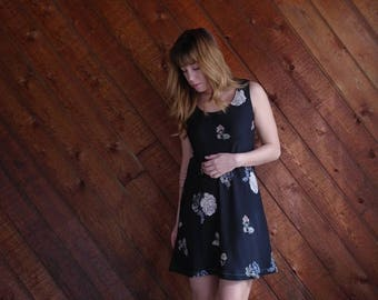 extra 30% off sale . . . 90s Black Floral Mini Dress - Vintage - SMALL