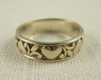 Size 8 Vintage Sterling Banded Hearts Ring