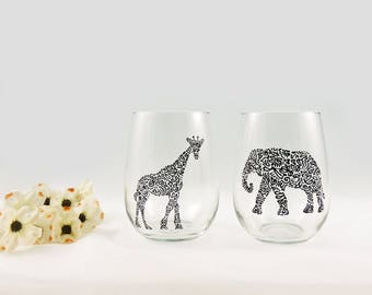 Giraffe and elephant glasses - Hand painted stemless white wine glasses - Set of 2 - Safari Collection