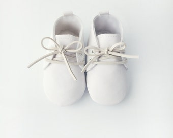 White Vegan Baby Shoes, White Baby Shoes, Baby Boy Baptism Shoes, Baby Boy Christening Shoes, Baby Booties, Faux Leather Baby Crib Shoes