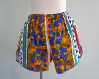 Psychedelic 70s Workout Shorts - Vintage Pop Floral Print Shorts - Vintage 1970s Shorts M L