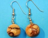 Vintage 1970s unused beige natural organic tiger coral bead earrings earhangings with silvercolor metal earhooks
