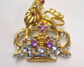 Blingy Vintage Lion and Crown Brooch