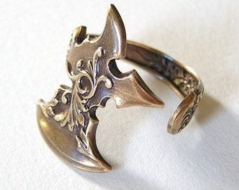 Axe Ring, Attractive little ring wraps around your finger