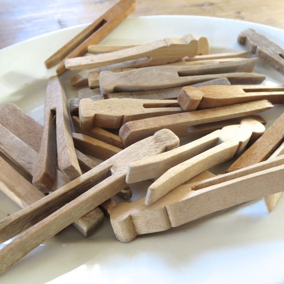 18 vintage clothespins pinch style old clothes pins, push wood clothespins, clothes pegs, flat sided clothespins,