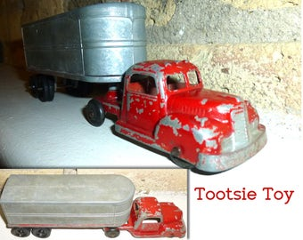 Vintage Tootsie Toy Semi Truck and Trailer Model Toy. Die Cast. 1950s. Tootsie Toy Chicago 54.