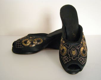 RARE Glass BEADED 1940s PLATFORMS Boudoir Slippers, pin Up 40s Shoes, heels pumps platforms size 7 1/2  8