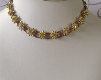 Vintage daisy Necklace Gold tone with Rhinestones