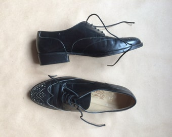 vintage 1980's 80's Ferragamo wingtips / black leather oxfords / lace up shoe / made in Italy / Salvatore Ferragamo