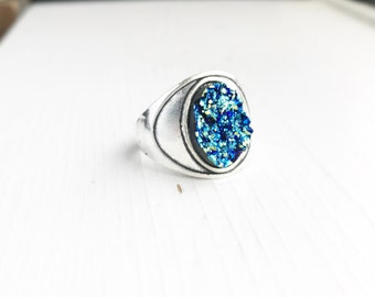 Faux Druzy Ring / Size 7 Iridescent Blue Boho Bohemian Statement Gypsy Costume Summer Music Festival Style Free Spirit Chunky Oval Silver