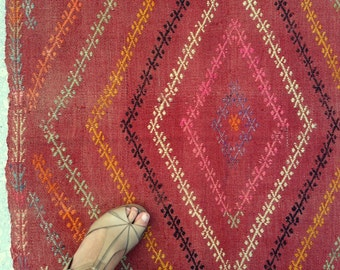 "Sweet+Hot  / Adana Vintage Turkish Cicim Kilim / 3'1""x4'7"" / 95x140cm"