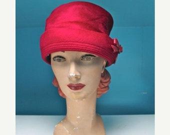 SHOP SALE vintage 1960s red hat - SUMAC red velour pillbox hat