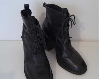 1990s lace up chunky heel ankle boot size 8 1/2