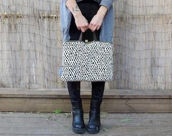 Quilted laptop bag. Laptop handbag. Customizable laptop bag. Black and white. Fabric laptop bag. Vegan