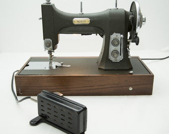Vintage 1930s White Rotary Sewing Machine in Original Hard Case - 77 Series - Forest Green with Wood Base - Works!