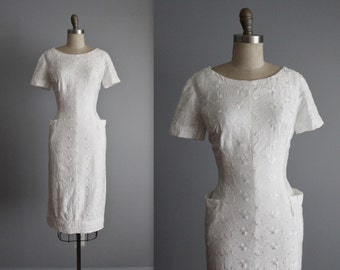 50's Embroidered Dress // Vintage 1950's Embroidered White Cotton Garden Party Wiggle Dress L