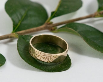 Gold Botanical Wedding Bands: A Set of his and his 14k gold wedding rings