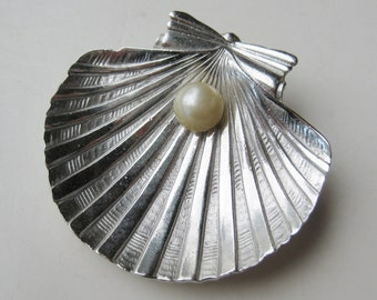 Vintage 50s Crown Trifari Silver Clam Shell Pearl Brooch Pin