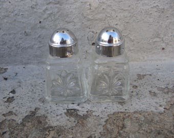 anchor hocking prescut clear mini salt and pepper shakers chrome lids mid century