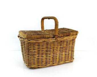 Vintage Wicker Picnic Basket, Leather hinges, Dual lid