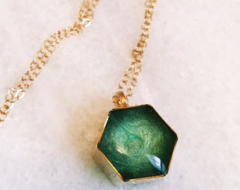 Honeycomb Resin Pendant Necklace - in Emerald Green