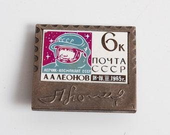 Vintage pin, Hero of the Soviet Union cosmonaut Constantine A.Leonov. Pin from Soviet Union.