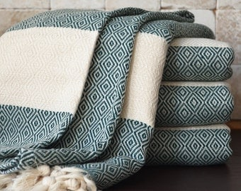 NEW / SALE 30 OFF/ Diamond Blanket / Green / Single Size / Bedcover, Beach blanket, Sofa throw, Traditional, Tablecloth