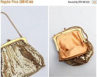 24 HOUR SALE vintage post WW2 Whiting & Davis gold mesh handbag - flapper purse / gold frame - metal mesh purse / vintage bride - Gatsby wed