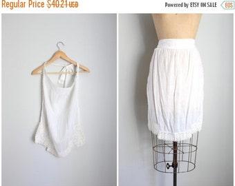 20% SALE Edwardian batiste apron - antique apron / soft white cotton apron / Victorian whites - antique half apron with crochet trim