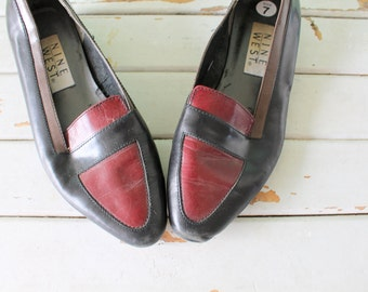 90s Vintage NINE WEST Loafers..size 7 womens.oxfords. leather. retro. closed toed. urban. boho. hipster. librarian. classic. mary janes. red