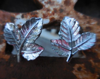 Vintage Silver Tone Triple Leaf Sarah Coventry Clip on Earrings Non Pierced Small 1950s to 1960s