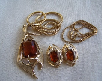 Vintage Sarah Coventry Pendant Necklace and Clip on Earrings Set FREE Domestic Shipping